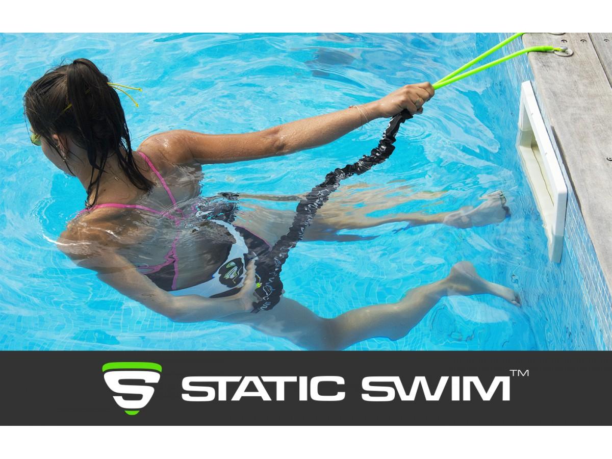 Mise en situation, équipement Static Swim™ fixé à la plage en bois