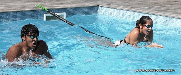Nager dans toutes les piscines avec STATIC SWIM™