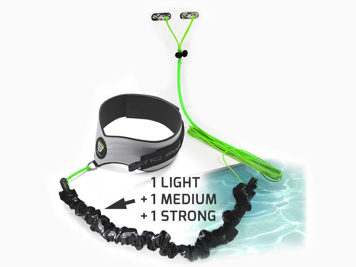 Contient : • La ceinture STATIC SWIM™ • Les trois élastiques de nage, LIGHT, MEDIUM et STRONG pour tous types d'utilisation • La fixation pour mur situé jusqu'à 7 m.