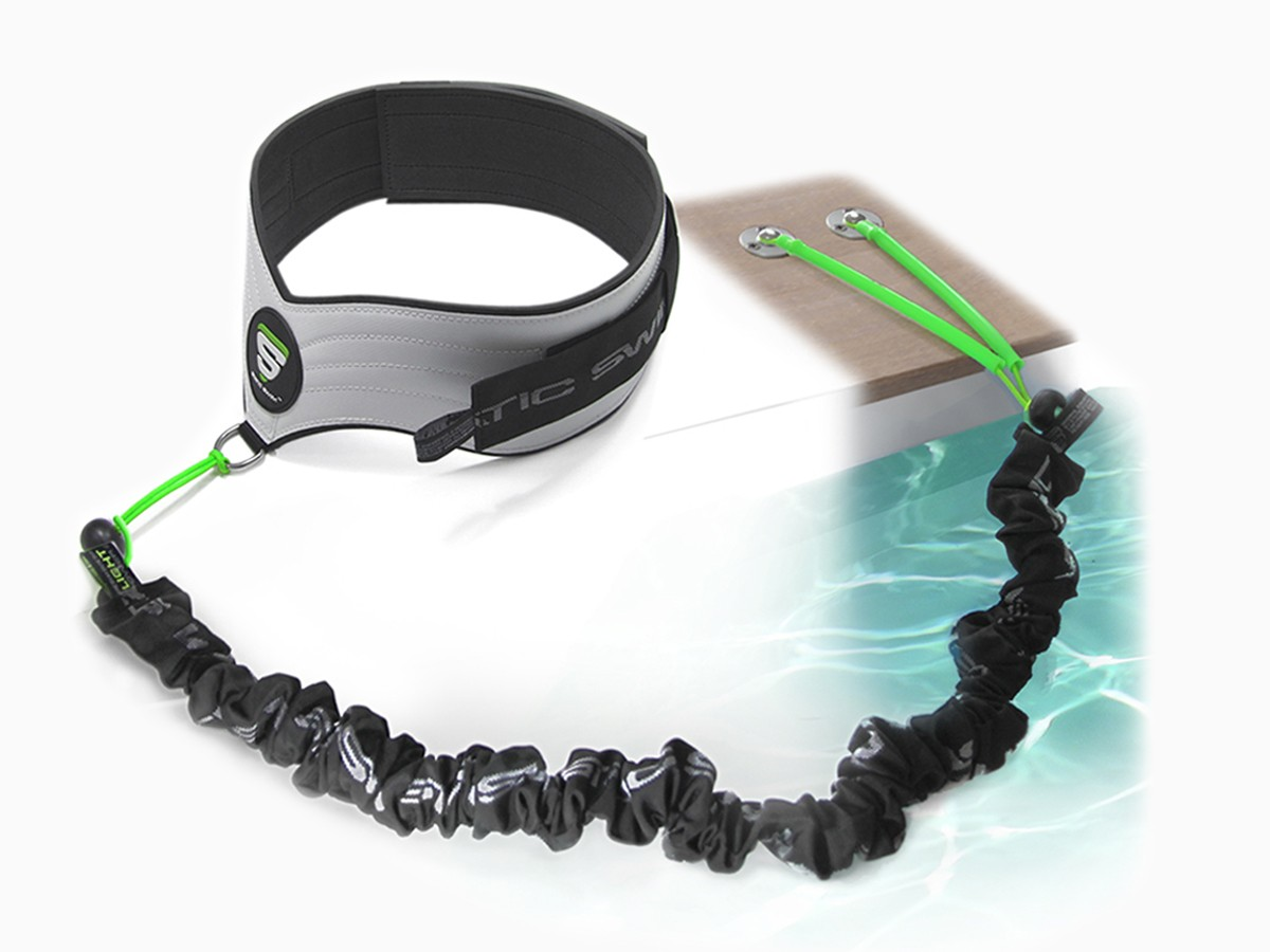 Contains: • 1 belt (male/female) for free and unhindered swimming • 1 set of 3 elastic swim bands, LIGHT, MEDIUM and STRONG • 1 Wooden pool decks attachment.